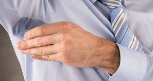 Consejos para evitar manchas de sudor en tus camisas portada