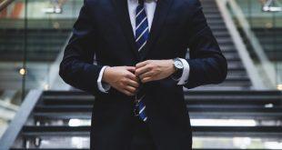 Qué hace que una corbata sea más o menos formal portada