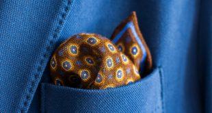 como combinar y llevar un pañuelo de bolsillo